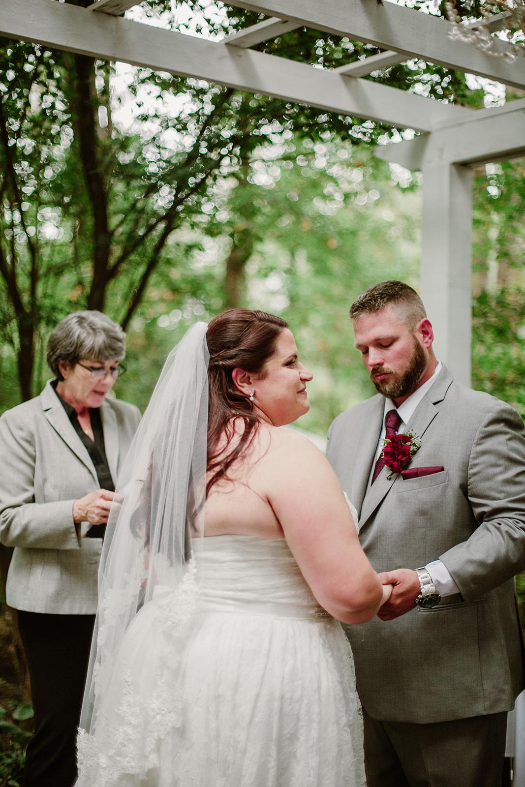 SarahMattozziPhotography-NicoleChris-GlenGardens-Ceremony-10.jpg