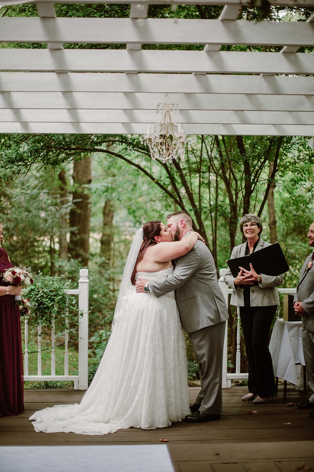 SarahMattozziPhotography-NicoleChris-GlenGardens-Ceremony-15.jpg