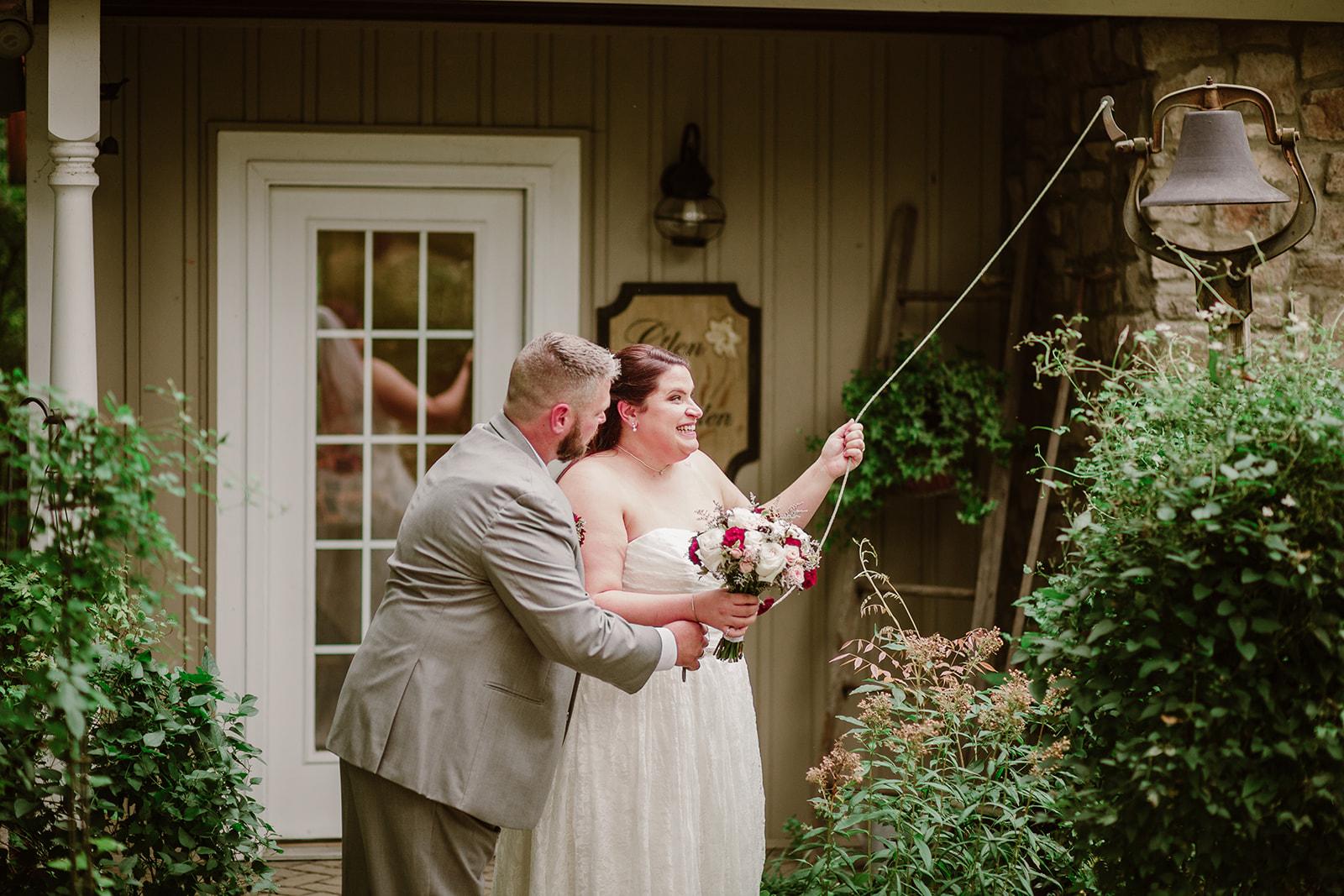 SarahMattozziPhotography-NicoleChris-GlenGardens-Ceremony-19.jpg