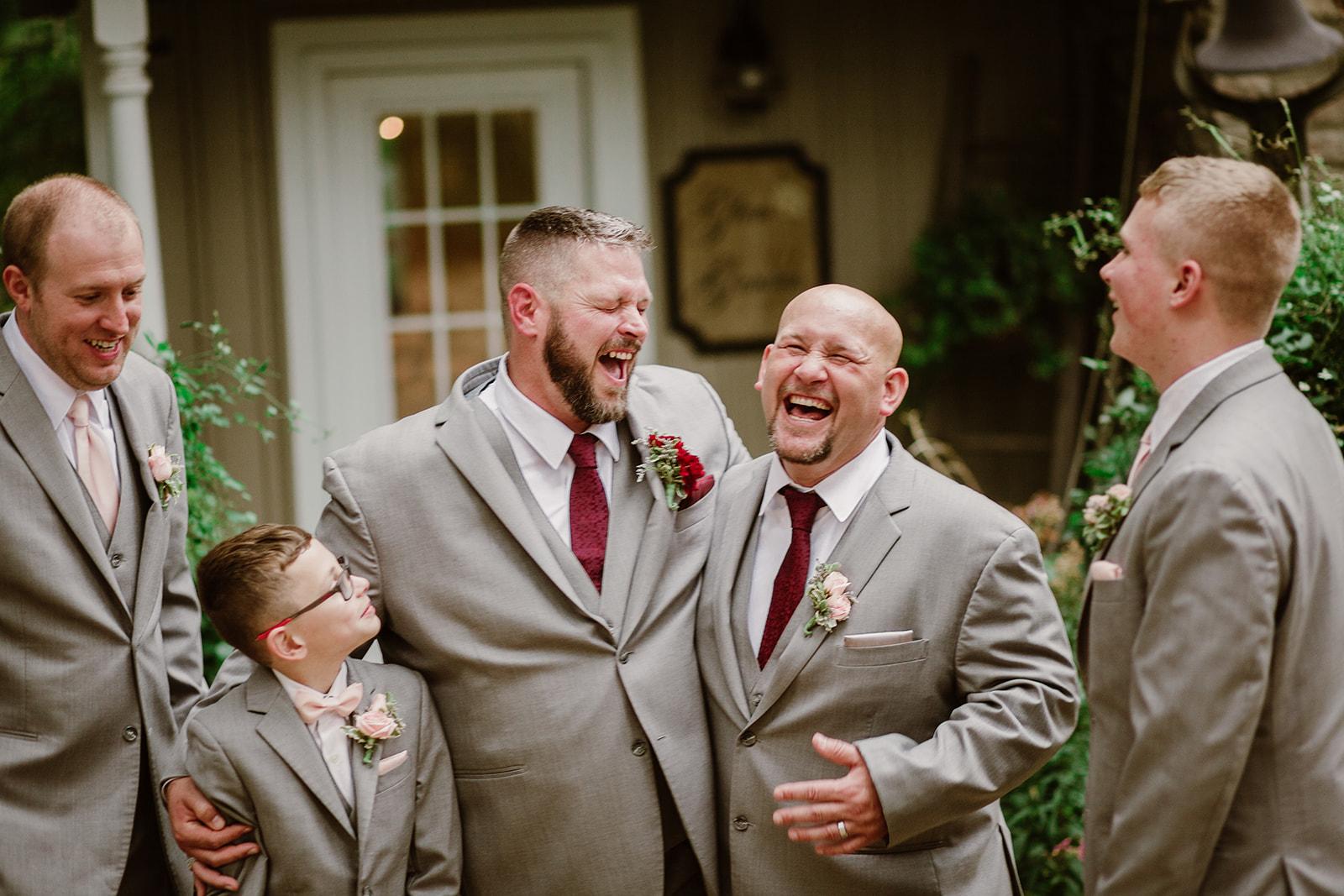 SarahMattozziPhotography-NicoleChris-GlenGardens-WeddingParty-4.jpg