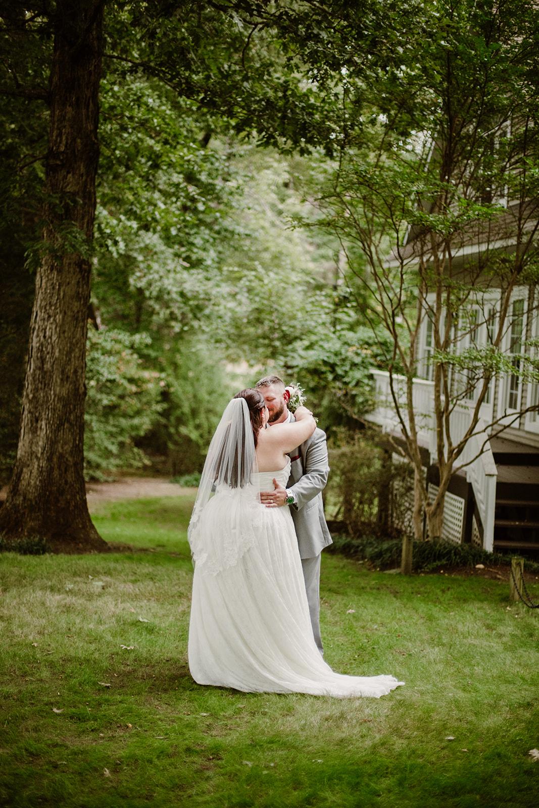SarahMattozziPhotography-NicoleChris-GlenGardens-Portraits-16.jpg