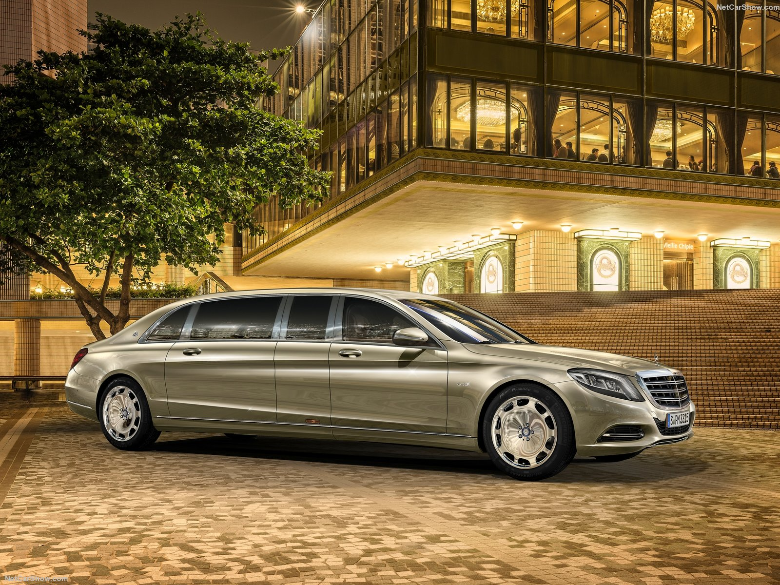 Mercedes-Benz-S600_Pullman_Maybach_2016_1600x1200_wallpaper_01.jpg