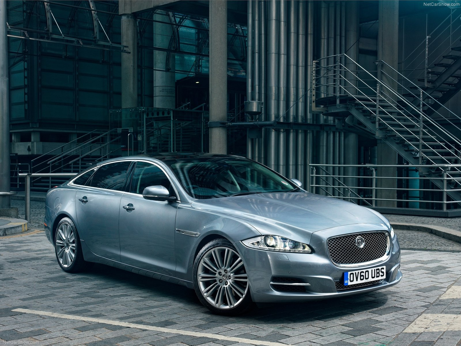 Jaguar-XJ_2012_1600x1200_wallpaper_02.jpg