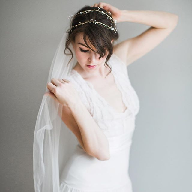 As new ideas for spring collections are starting to slowly unfurl, looking through some of my favourite current pieces like this Edwardian Colette headpiece. Can't wait to make dreamy photo shoots like this again soon... 📷 of @hannahwarmisham by the ever talented @carolinerossphotography • • • • • #vsco #vcbride #vancity #vscocam #vancouver #vancitynow #mybluebrocade #vancitybuzz #vancitybride #vintagebridal #vscovancouver #vintagewedding #vancouverbridal #vancouverweddings #vintageweddingstyle #hairvine #engaged #gettingmarried #fiance #feyonce #hairaccessories #bridalhair #bridesmaids #bridalaccessories #bridalhairaccessories #bluebrocade #bcbrides #bcweddings #yvr #etsyca