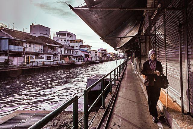 Bangkok, late afternoon. By the river close to Chinatown. #bangkok #chinatown #river