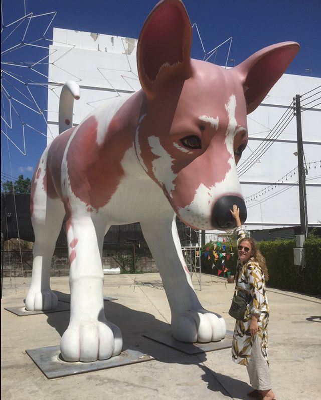 Be a nice dog. My doughter Matilda seems to know how to handle this creature:) We found this crazy  thing in Bangkok. #Bangkok #dog #giant