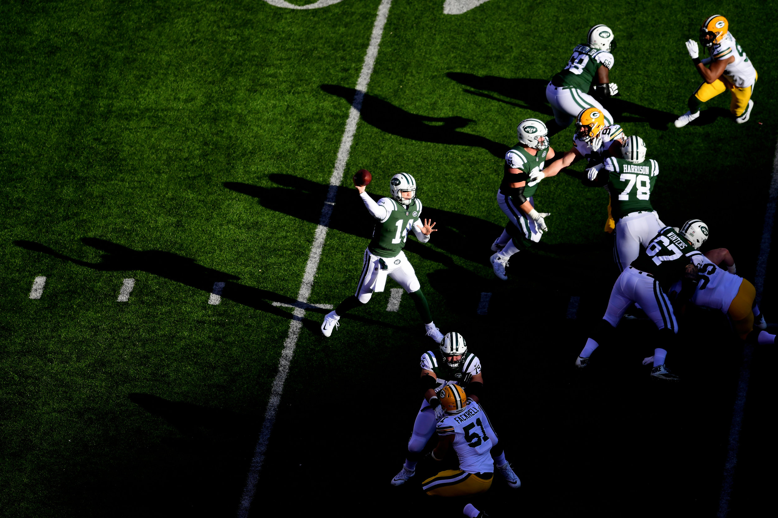 Sam Darnold #14 of the New York Jets passes against the Green Bay Packers during the first quarter at MetLife Stadium on December 23, 2018 in East Rutherford, New Jersey.