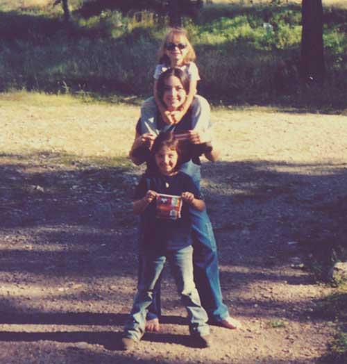 Jennifer_mooney_photo_family_girls_small.jpg