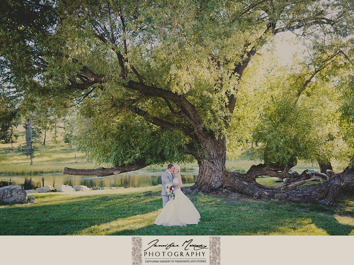Jennifer_Mooney_Photo_gardner_hatton_ranch_classy_elegant_montana_wedding_00144.jpg