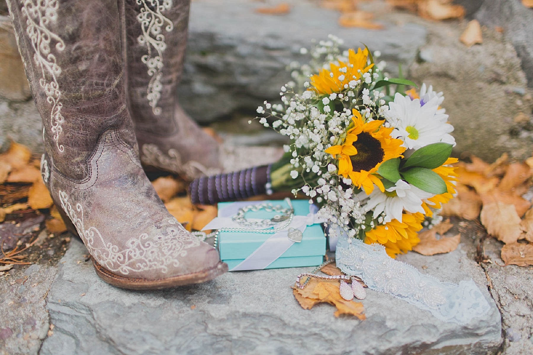 Jennifer_Mooney_photo_glacier_outdoor_center_wedding_montana_fall_elegant_rustic_romantic-3.jpg