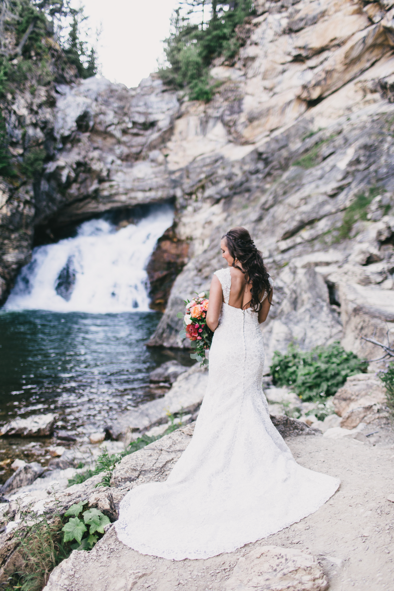 Jennifer_Mooney_Photo_Kelsey_Logan_East_Glacier_Wedding_00005.jpg