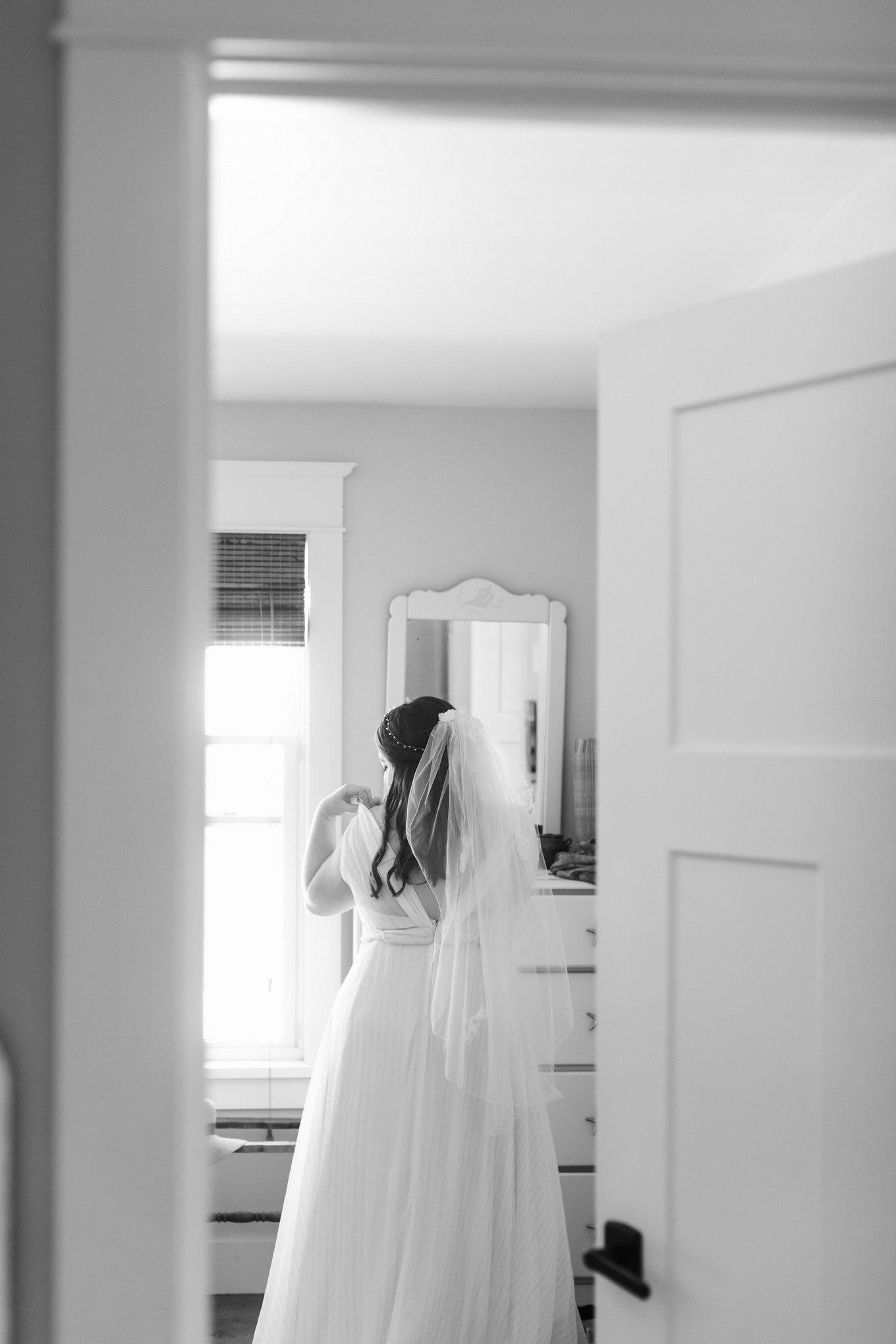 Newport-Wedding-Backyard-Photographer-8.jpg