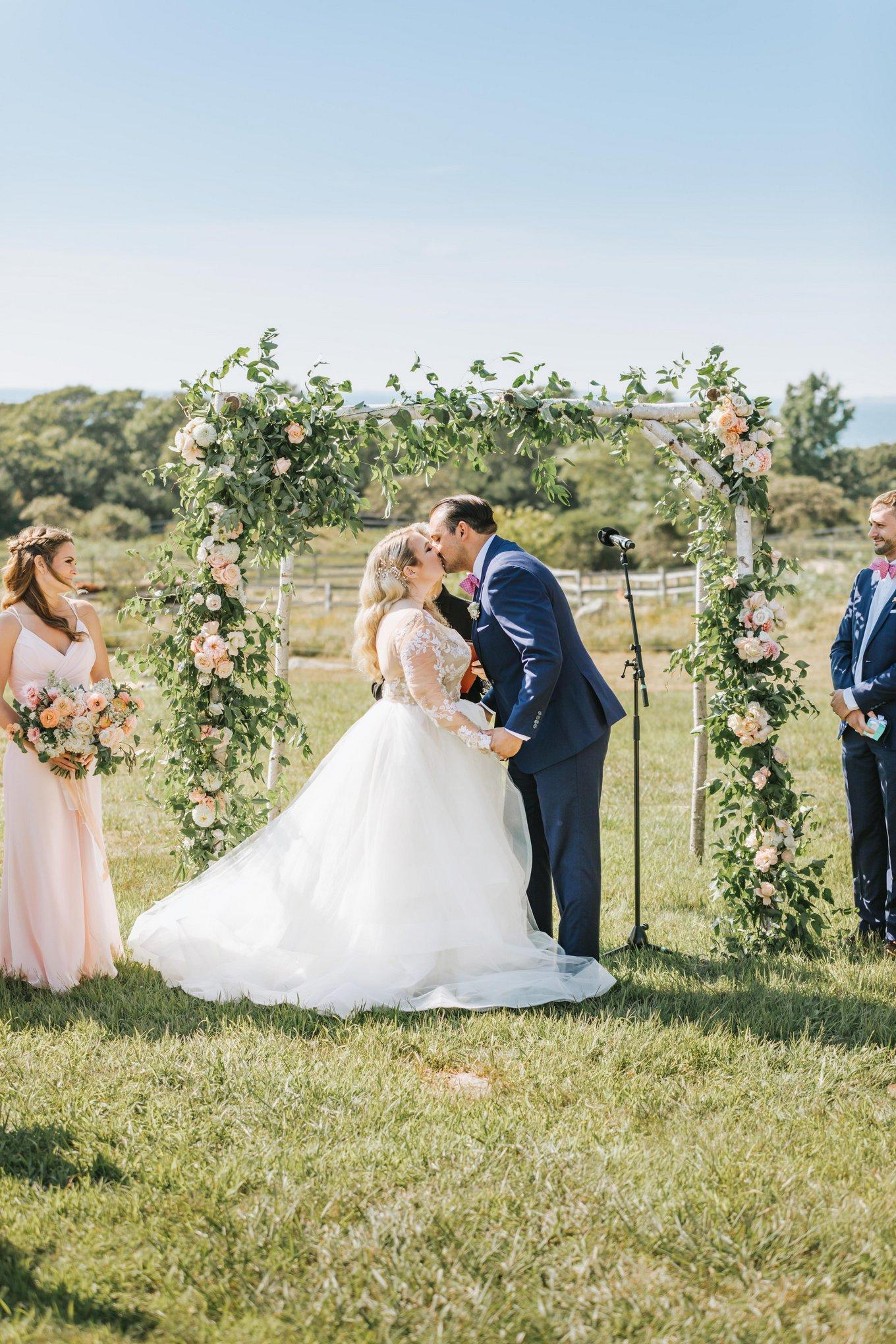 Marthas-Vineyard-Wedding-Photographer-Beach-Plum-Inn-22.jpg