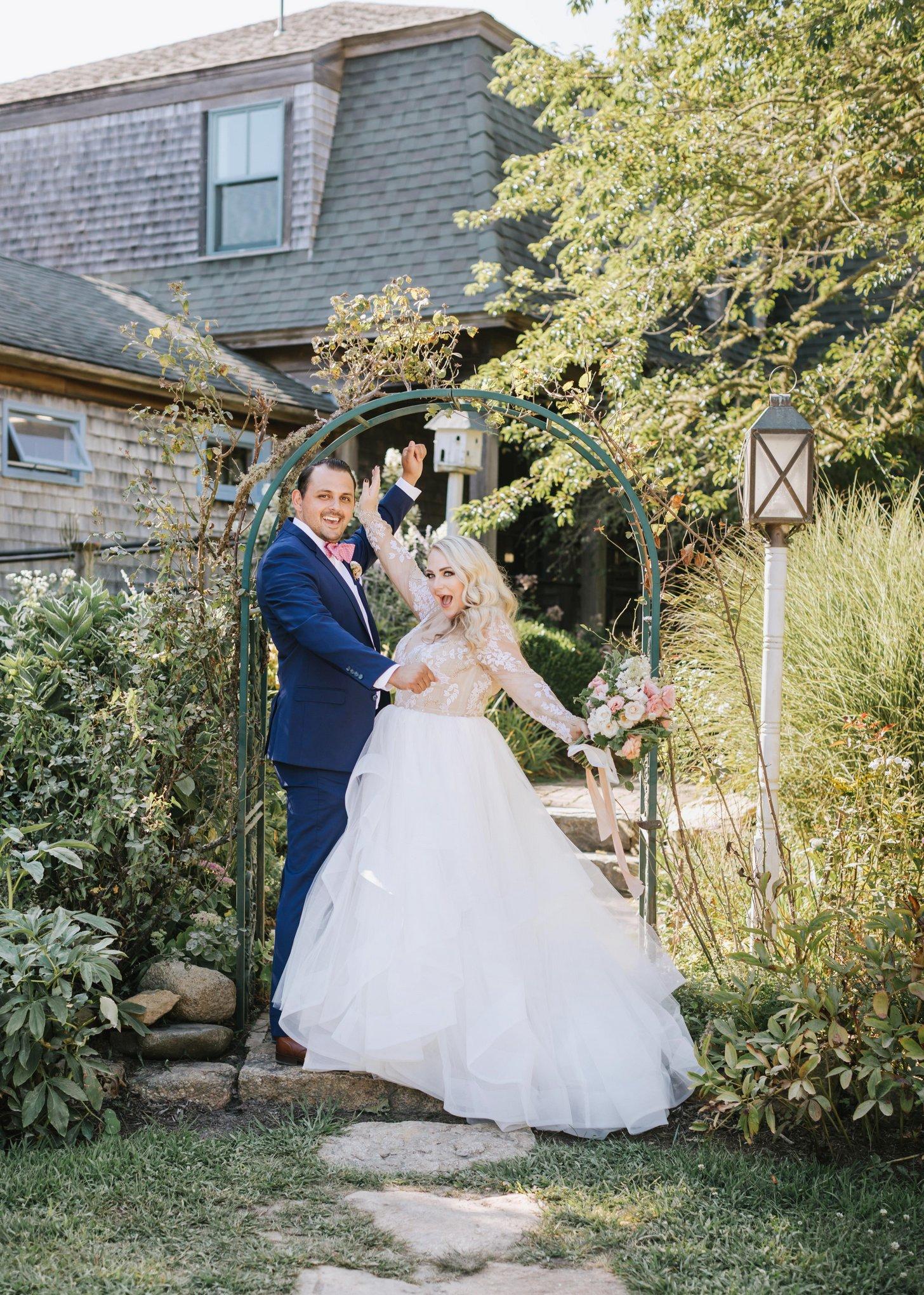 Marthas-Vineyard-Wedding-Photographer-Beach-Plum-Inn-26.jpg