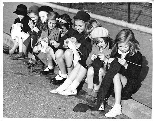 01-girls-knitting-1939.jpg