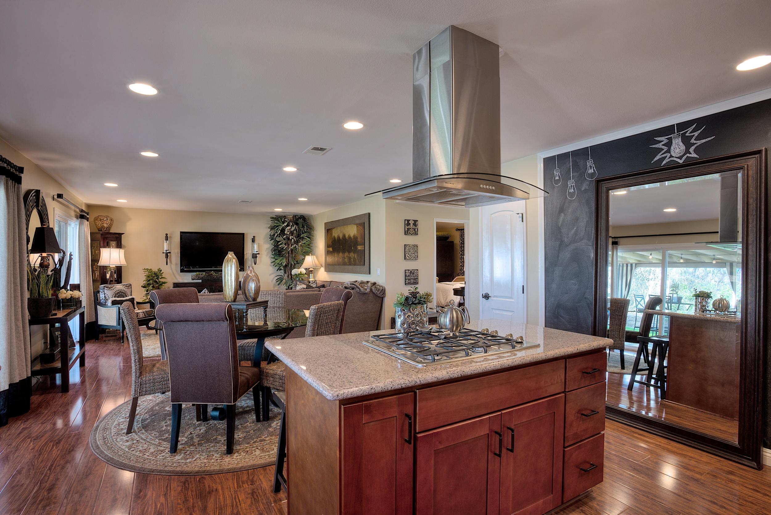Kitchen 2 HDR.jpg