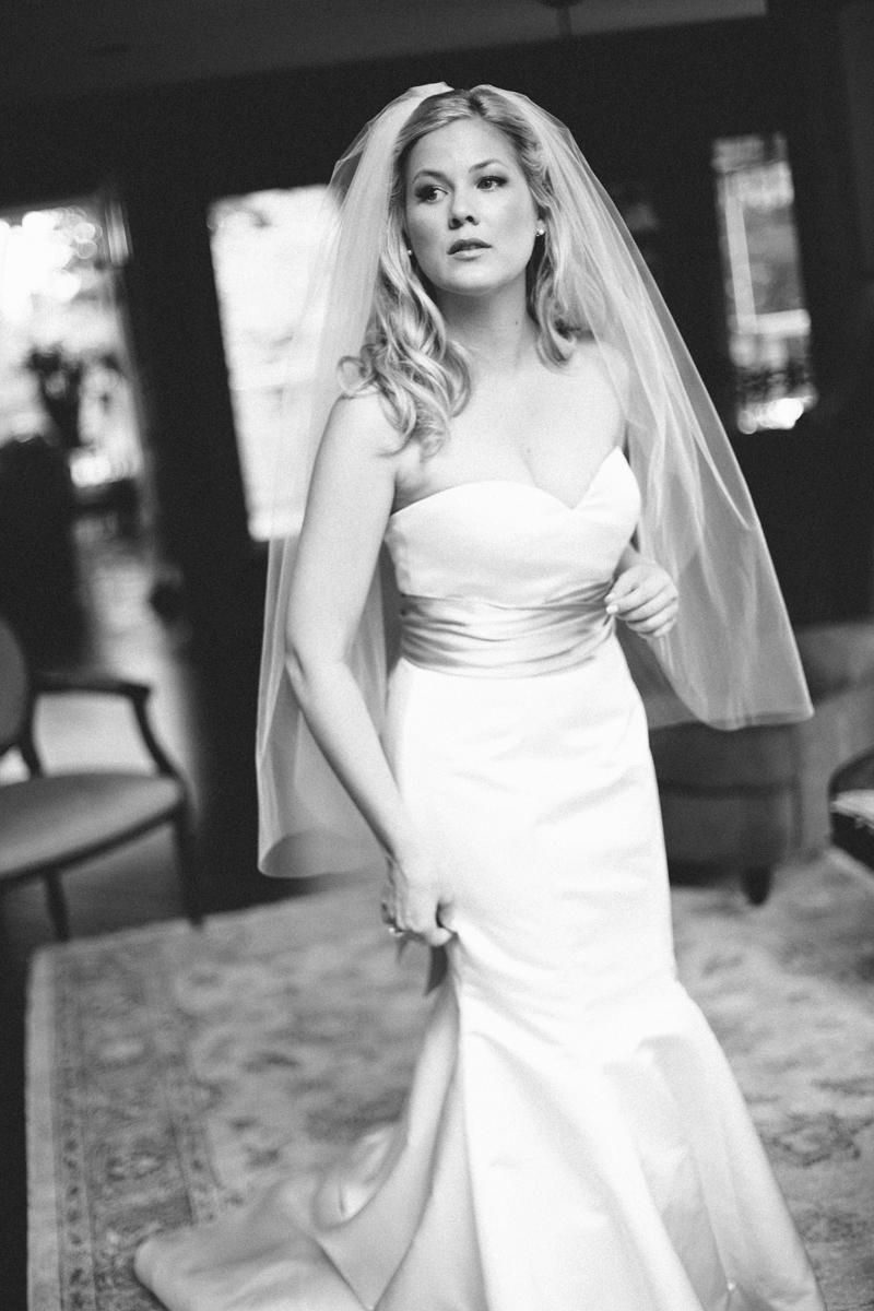 bw bride r.jpg