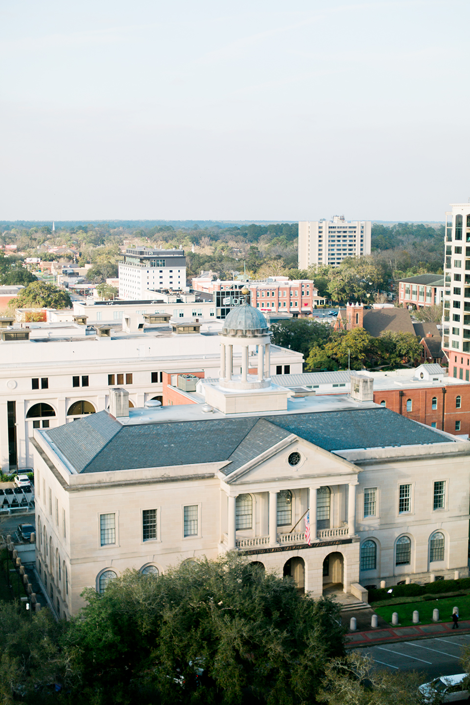 Picture of the United States Bankruptcy Courthouse in Tallahassee, Florida.