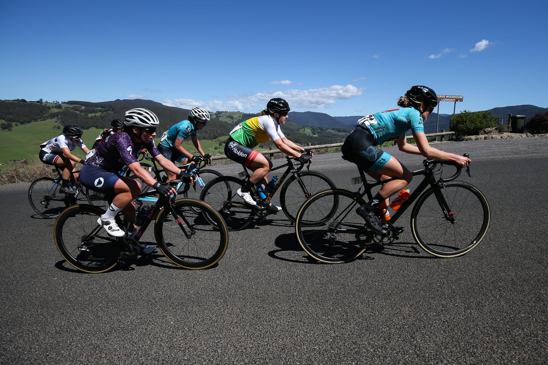 Lizzie and Kmac in the first chase group on Gunns Plains. Photo credit: Con Chronis Photography.