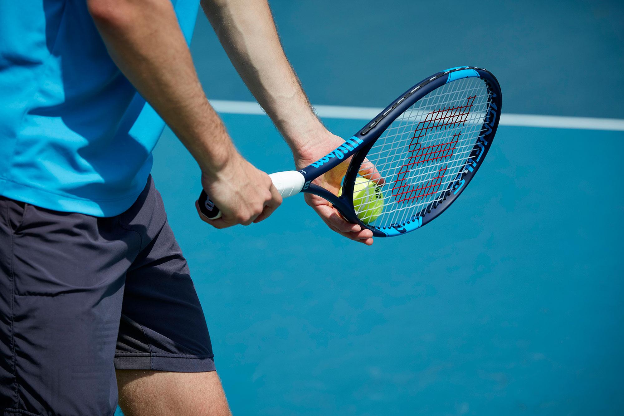 Tennis für Jedermann - Technik, Taktik und spielsituatives Training nach den neuesten Erkenntnissen nationaler (DTB / HTV / VDT) und internationaler (ATP / GPTCA / PTR / USTA) Lehrmethodik. Wir garantieren ein kontinuierliches Weiterbilden unserer Trainer auf Schulungen und Fortbildungen durch die unterschiedlichen Verbände. Dadurch soll ein hohes Unterrichtsniveau unseres Trainerteams gewährleistet werden. Des Weiteren arbeiten unsere Trainer nach einem einheitlichem Trainingskonzept der Tennisschule welches wir Ihnen mit Hilfe unserer eigens entwickelten Software auf- und aus arbeiten und zur Verfügung stellen.