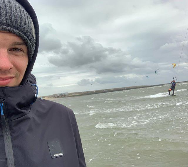 Wenn wir zusammen unterwegs sind kann es nur gut werden 😍🤙🏾 #beste #roadtrip #kite #kitesurfing #friends #ziehsohn #ersterversuch #kitesurf #northkite #northkiteboarding #duotone #northsea #holland #niederlande #fun #water #sea #amazing