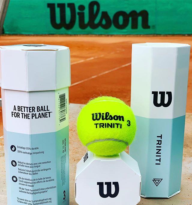 Ein besserer Ball für unseren Planeten? Endlich ist es soweit.  Wir präsentieren den Triniti.  100% nachhaltige Verpackung. Hält 4 Mal länger und verringert dadurch die Materialverschwendung und den Rohstoffkonsum. Mit 5% der jährlichen Triniti Gewinne werden Gruppen wie Recycle Balls und andere globale Nachhaltigkeitsinitiativen unterstützt.  Wilson releases the first tennisball with 100% sustainable packing: TRINITI. Nearly 125 Millions cans of plastic tennis balls are sold each year by all brands. TRINITY is the first step on a long way. Join this movement and try the new long lasting TRINITI tennis ball! Wilson will also donate 5% of all Triniti ball profits to support worldwide sustainability efforts!  #WilsonTriniti #tennistraining #tennisfan #environment #sustainability #umwelt #nachhaltigkeit #thinkaboutit #verantwortung #future #zukunft #anfang #start #planet #earth #musthave #try #umwelt @wilsontennis #recycling  #Triniti #BetterBall #Wilsontennis #tsow #htv #dtb #abheute #savetheplanet #tennis #tennisball #tryit #feelit