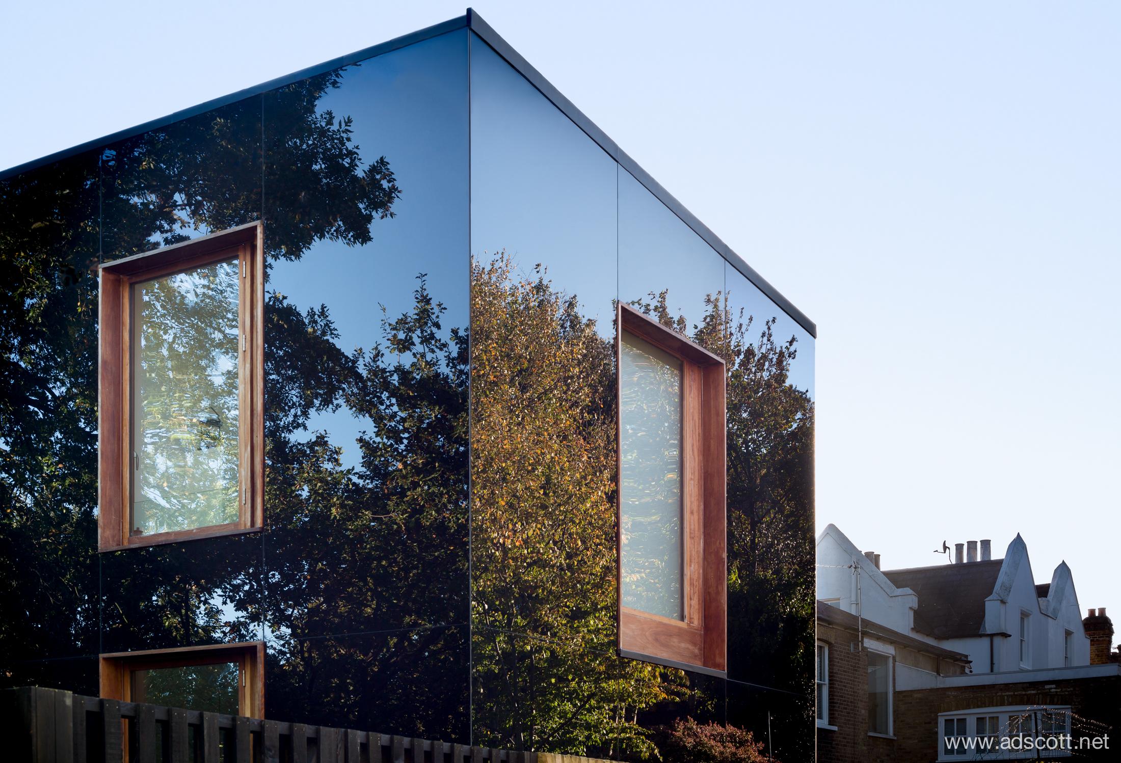 20141028-Tree_House_Ian_McChesney_03.jpg