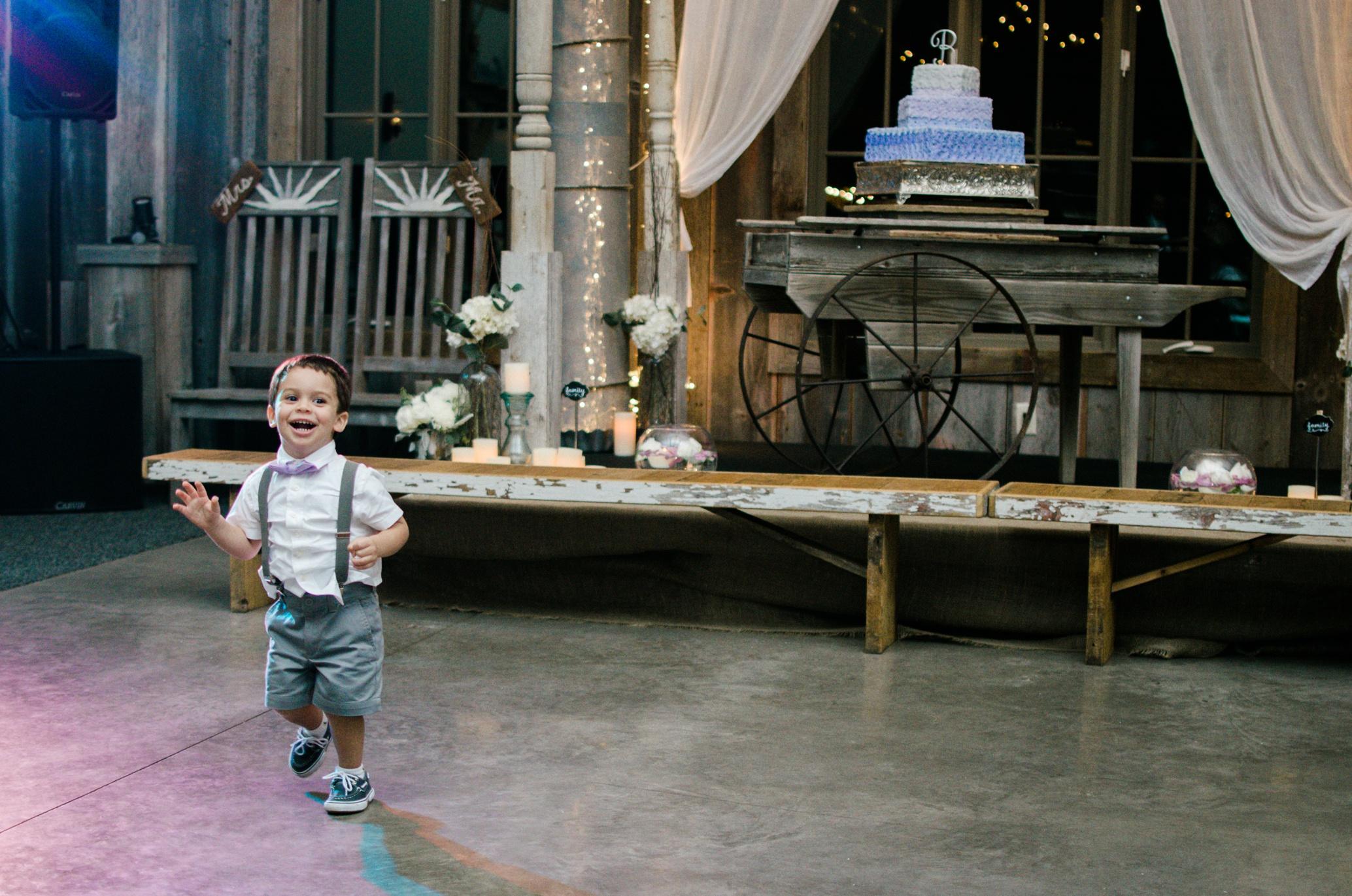 Barnes' Place Rustic Outdoor Wedding | Ali Leigh Photo Minneapolis Wedding Photographer_0173.jpg
