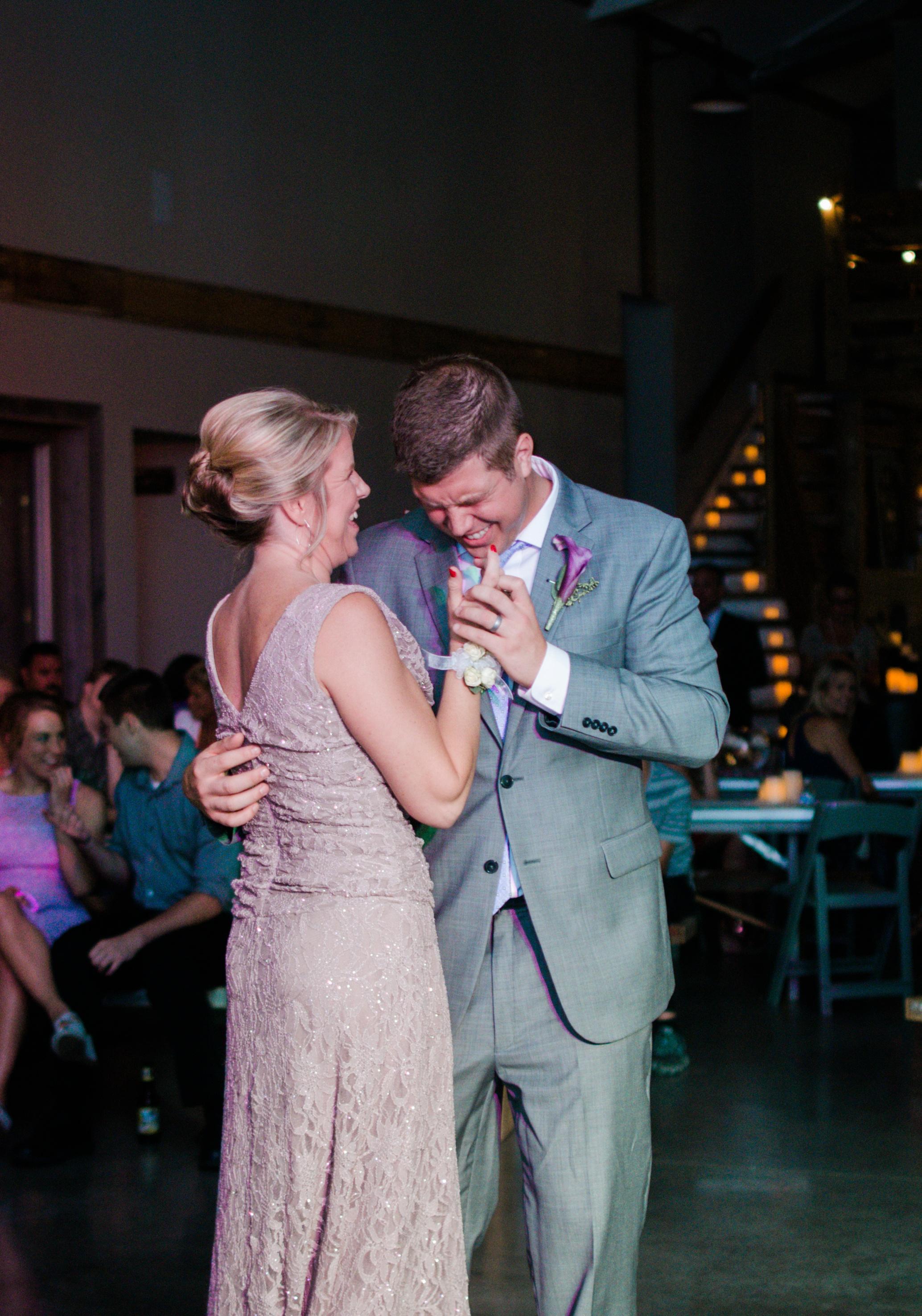 Barnes' Place Rustic Outdoor Wedding | Ali Leigh Photo Minneapolis Wedding Photographer_0177.jpg