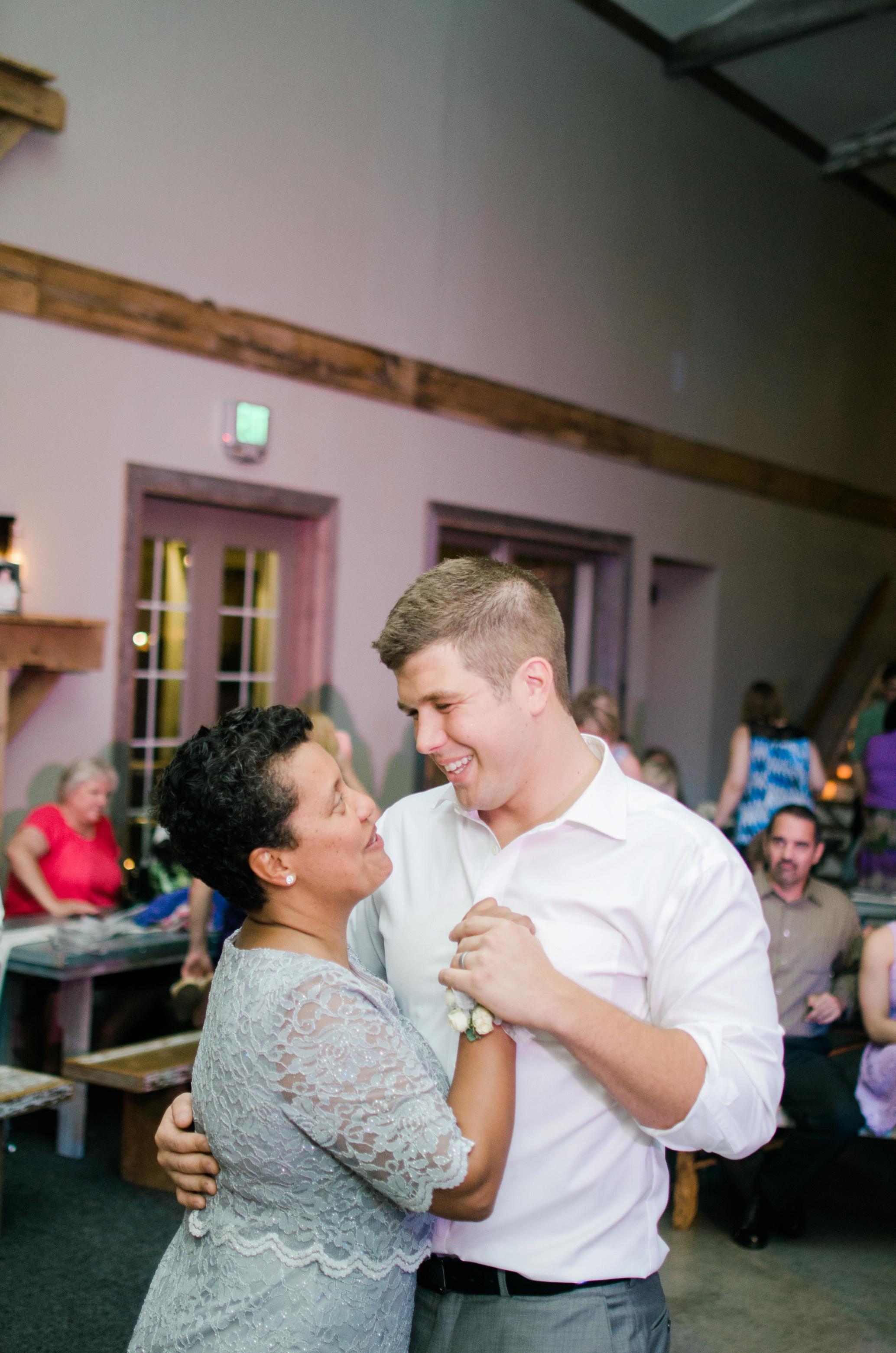 Barnes' Place Rustic Outdoor Wedding | Ali Leigh Photo Minneapolis Wedding Photographer_0186.jpg