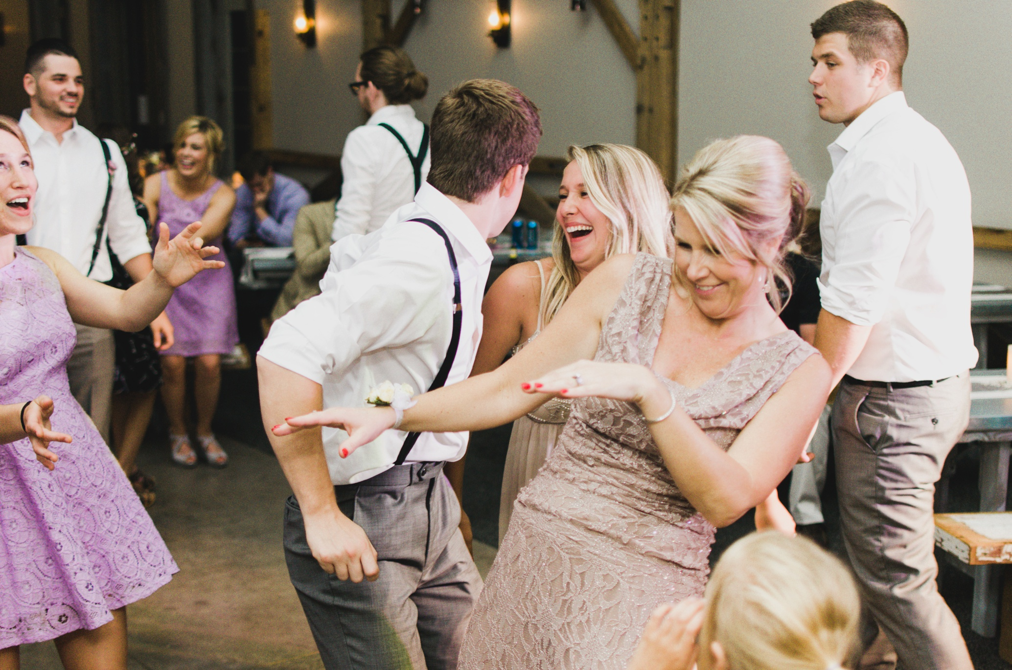 Barnes' Place Rustic Outdoor Wedding | Ali Leigh Photo Minneapolis Wedding Photographer_0191.jpg