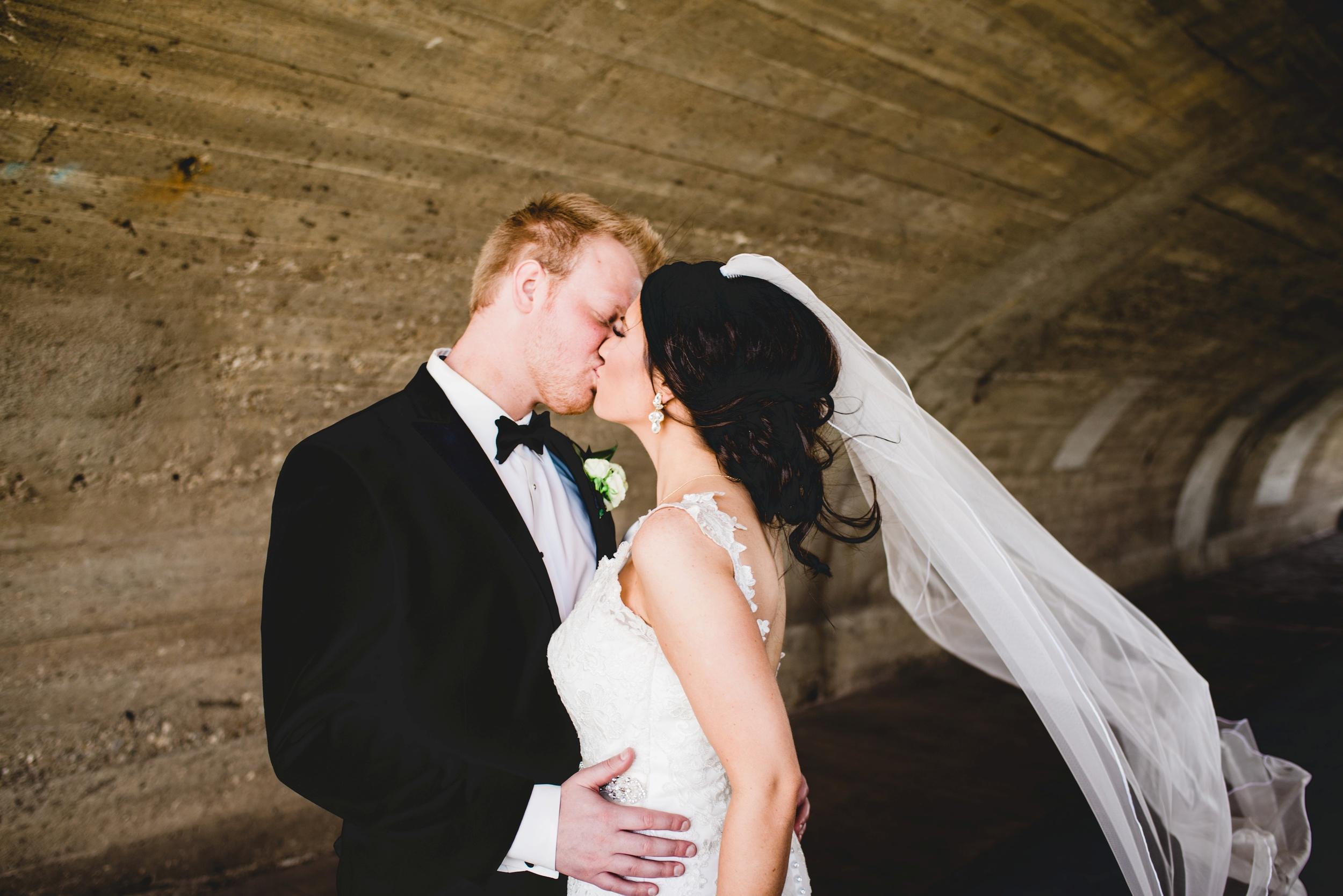 Downtown Des Moines Wedding Photographer_2090.jpg