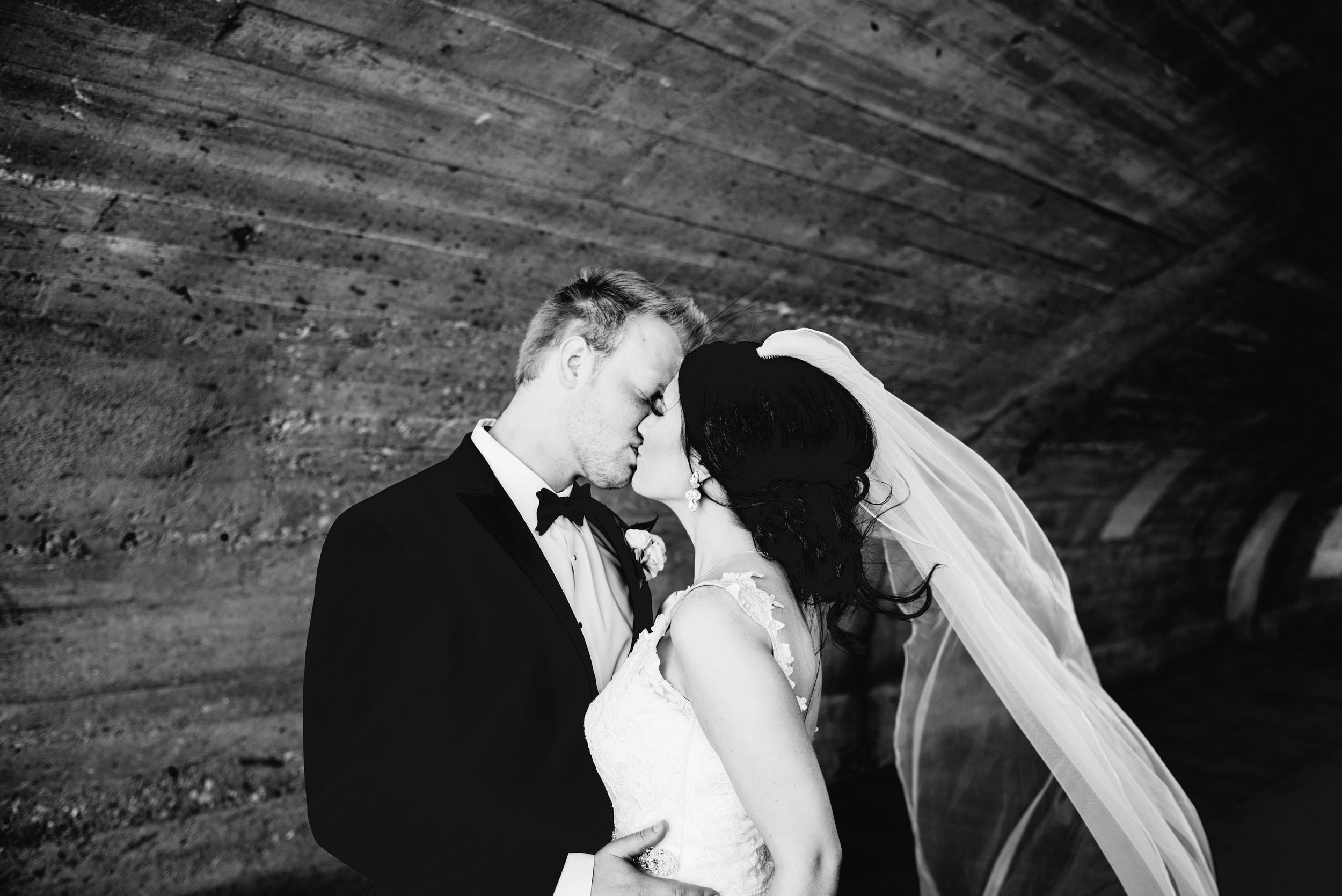 Downtown Des Moines Wedding Photographer_2092.jpg
