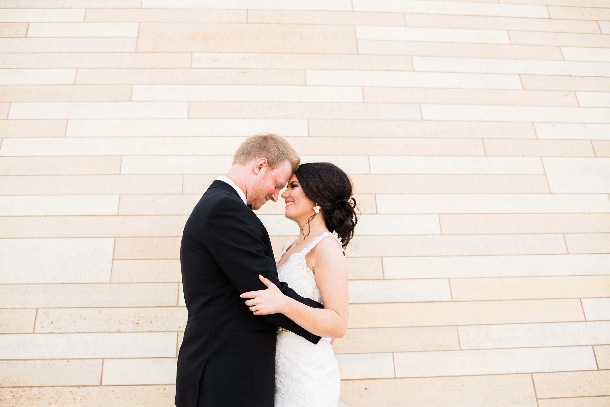 Downtown Des Moines Wedding Photographer_2095.jpg