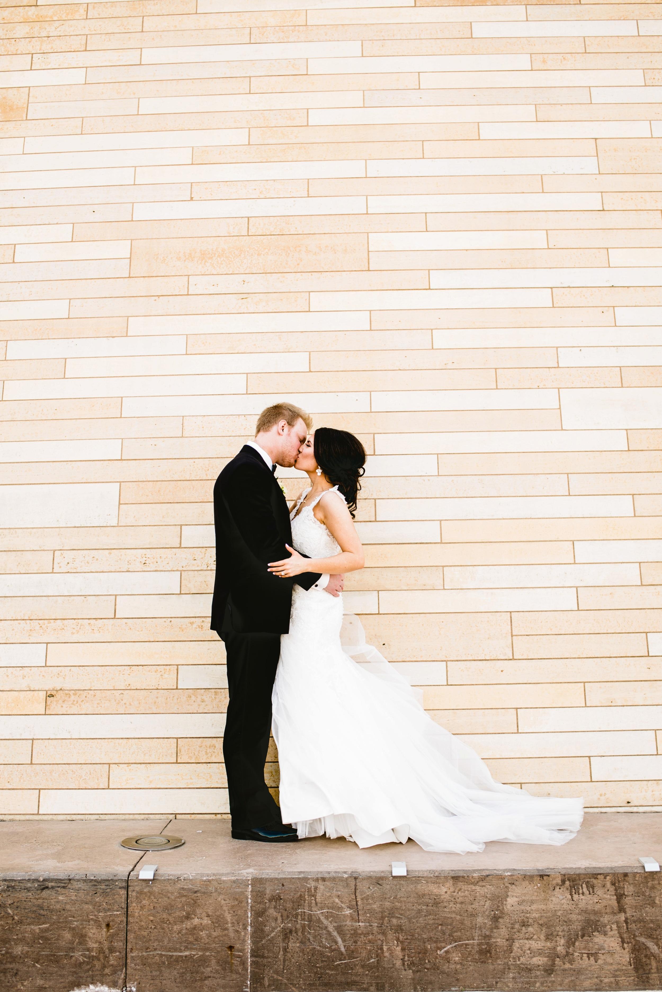 Downtown Des Moines Wedding Photographer_2093.jpg