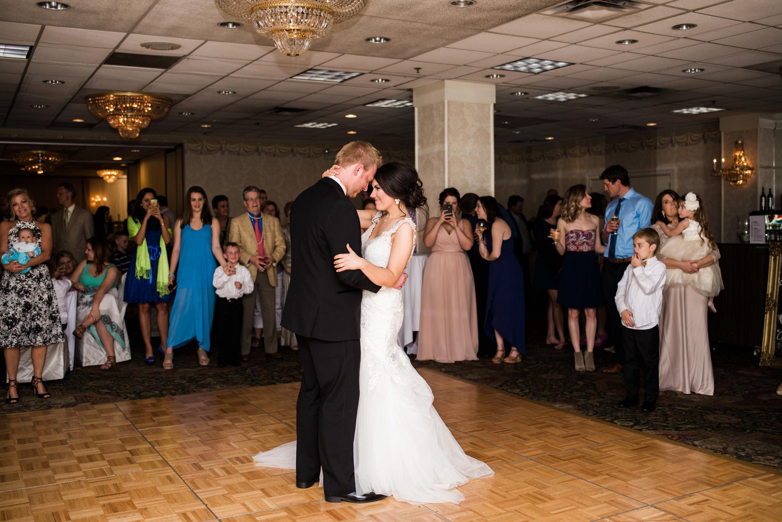 Downtown Des Moines Wedding Photographer_2141.jpg
