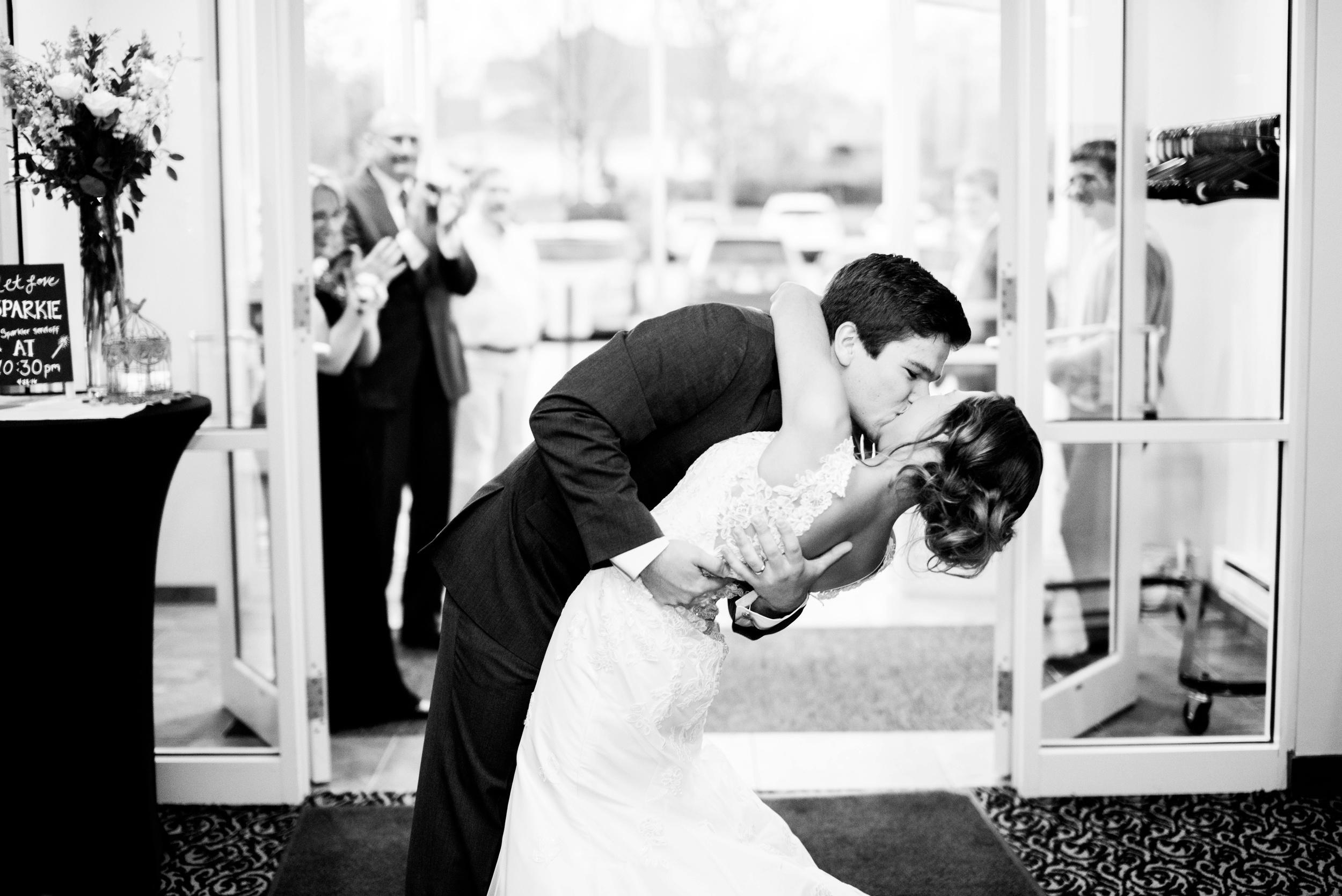 Pleasant Hill Des Moines Wedding Photographer_2180.jpg