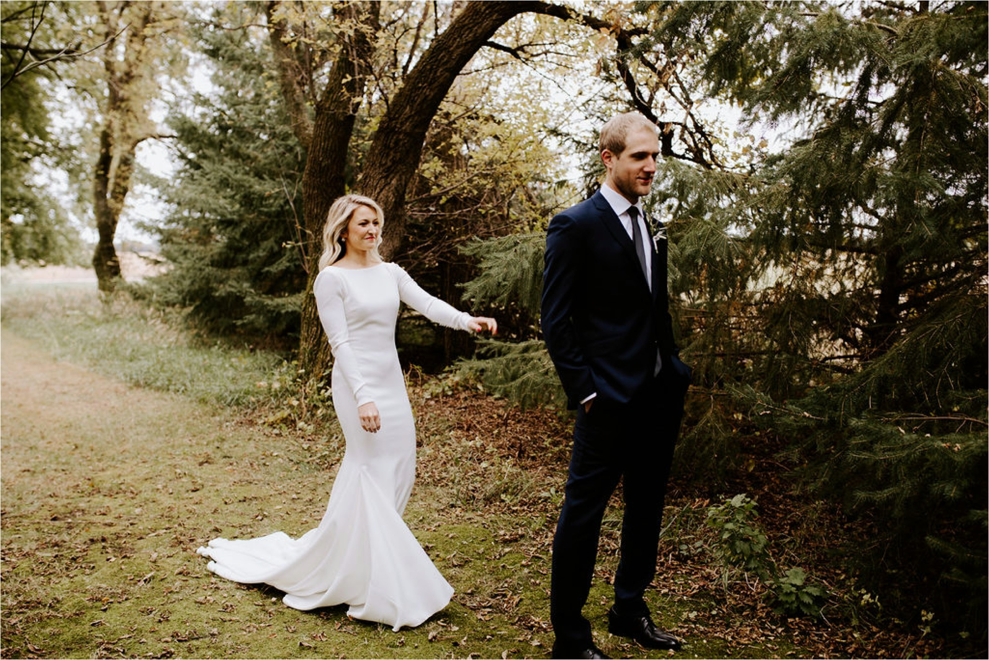 Minnesota Outdoor Family Farm Wedding Photographer_3812.jpg