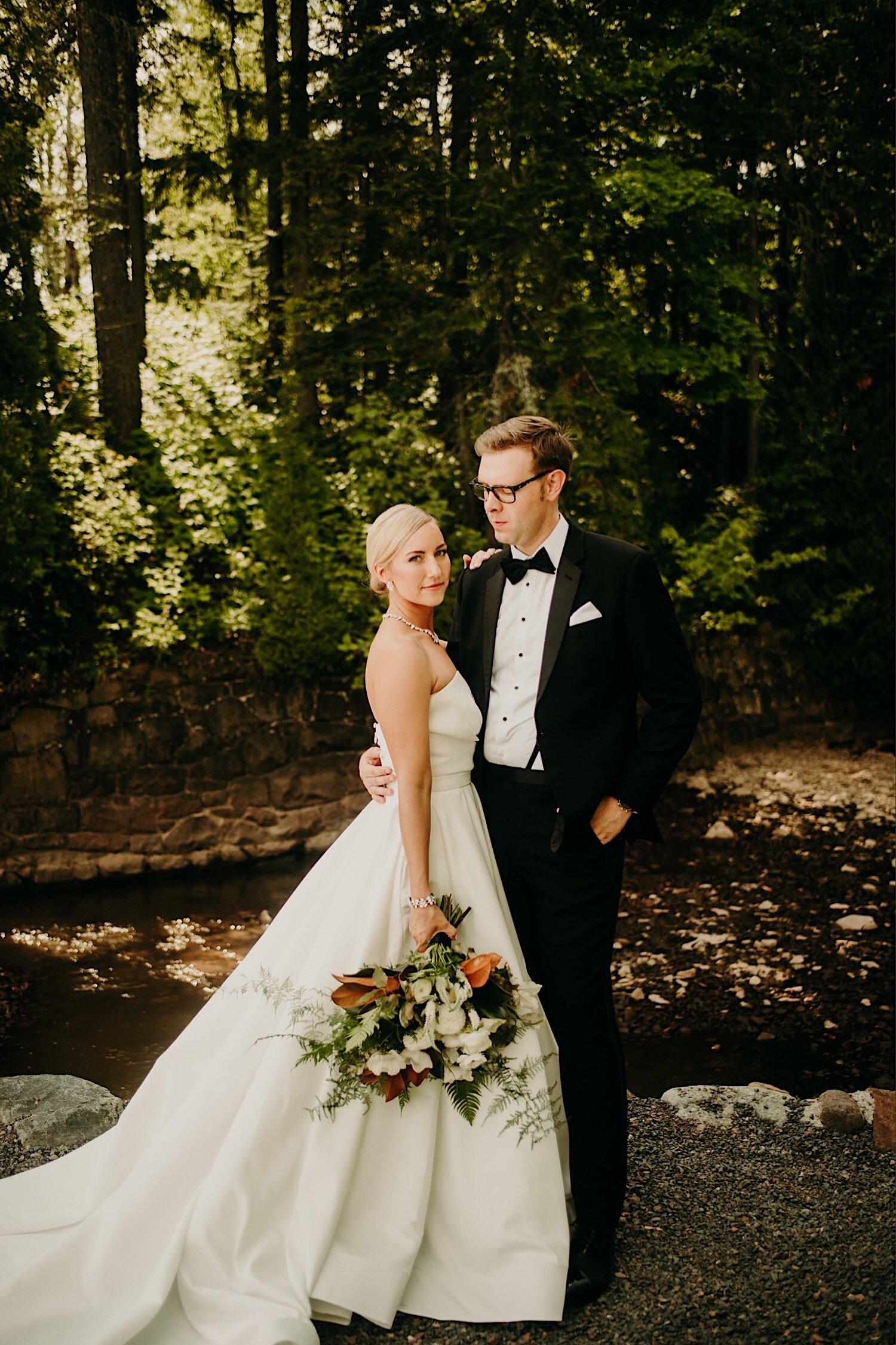 glensheen mansion duluth minnesota first look bridge bride and groom