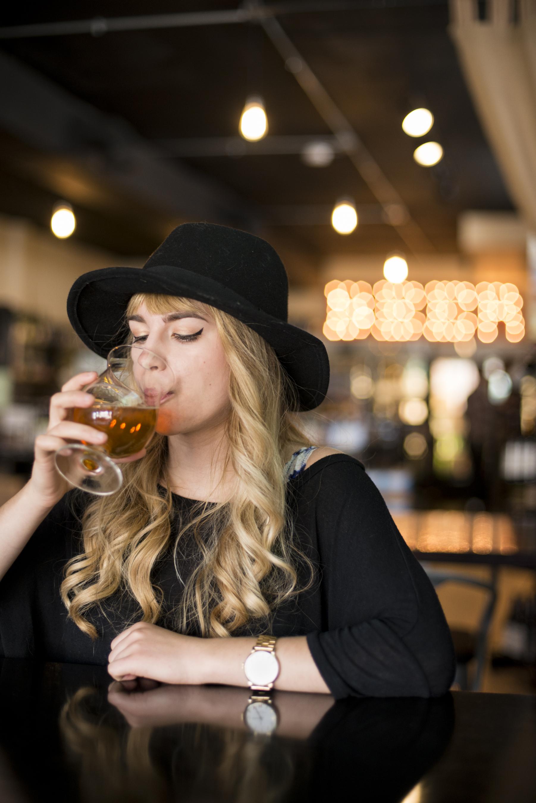 sarahwintlephotography_beer_tasting_lifestyle_original_