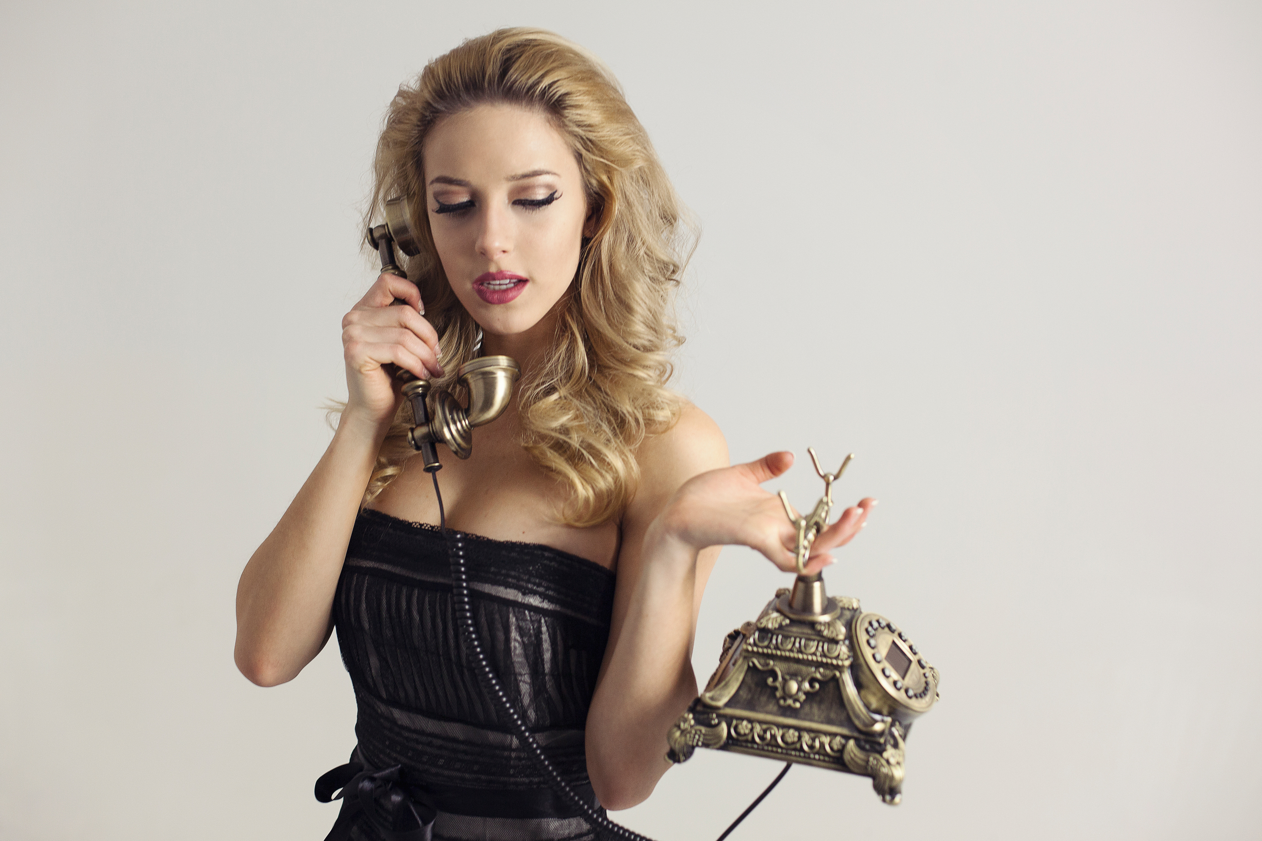 Model on the phone - Fashion