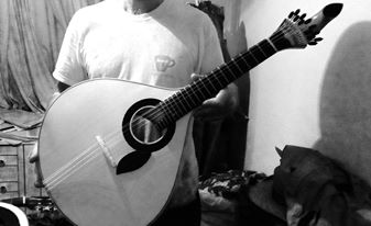 imagem (Guitarra de Coimbra construída por  Óscar Cardoso