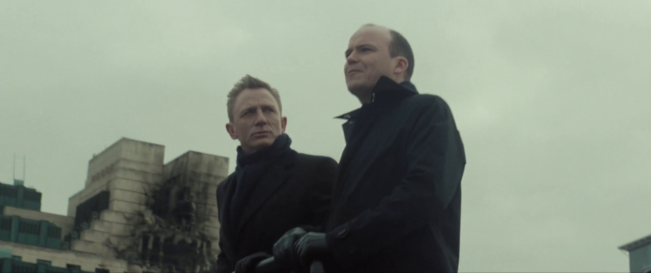 Spectre  (2015), Bond and Tanner on the Thames, with the SIS Building in background.