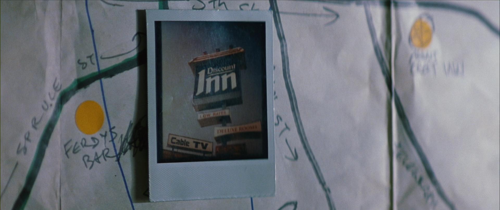 Memento  (dir. Christopher Nolan, 2000)