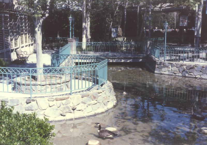 Spillikin Corners Pond at Theater 3484987640[K].JPG