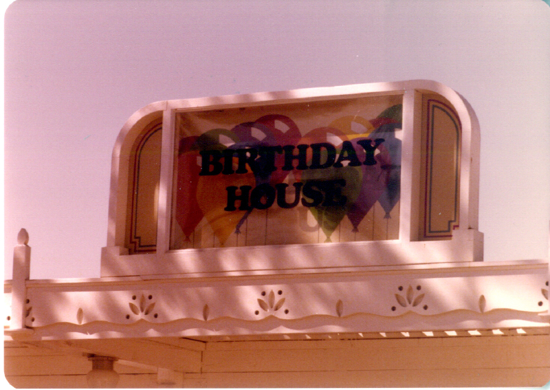 MAGIC MOUNTAIN Birthday House 3484096865[K].JPG