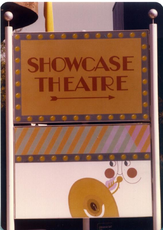MAGIC MOUNTAIN Showcase Theater 03 3484917884[K].JPG
