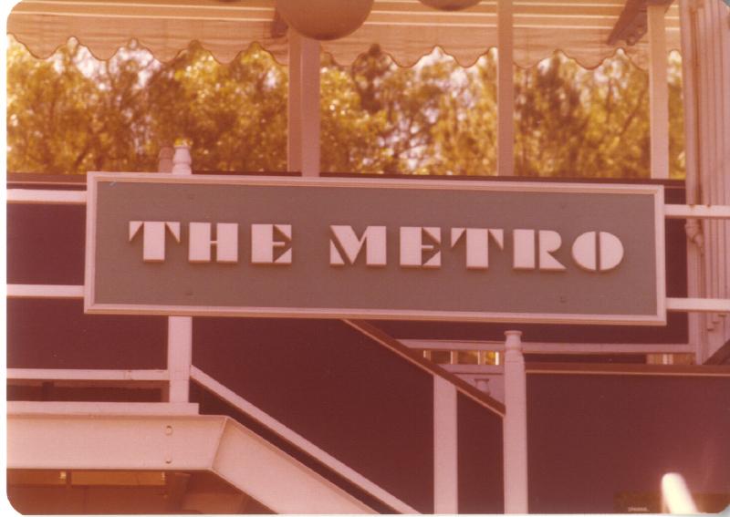 MAGIC MOUNTAIN The Metro monorail 3484923080[K].JPG