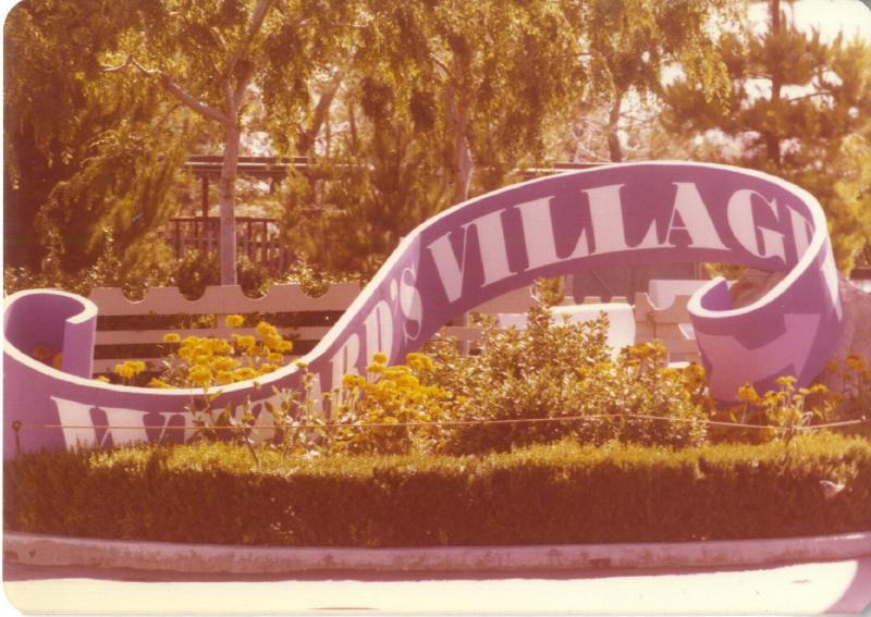 MAGIC MOUNTAIN Wizard's Village 01 3484102011[K].JPG