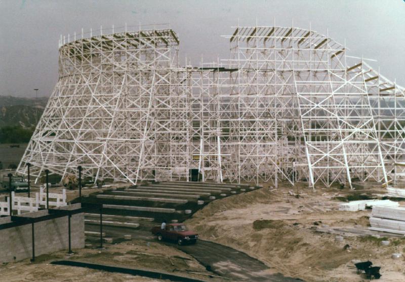 MM Collossus construction 02 6970968805[K].JPG